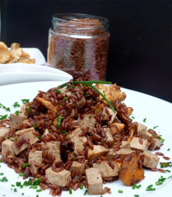 arròs salvatge vermell amb picornells i tofu