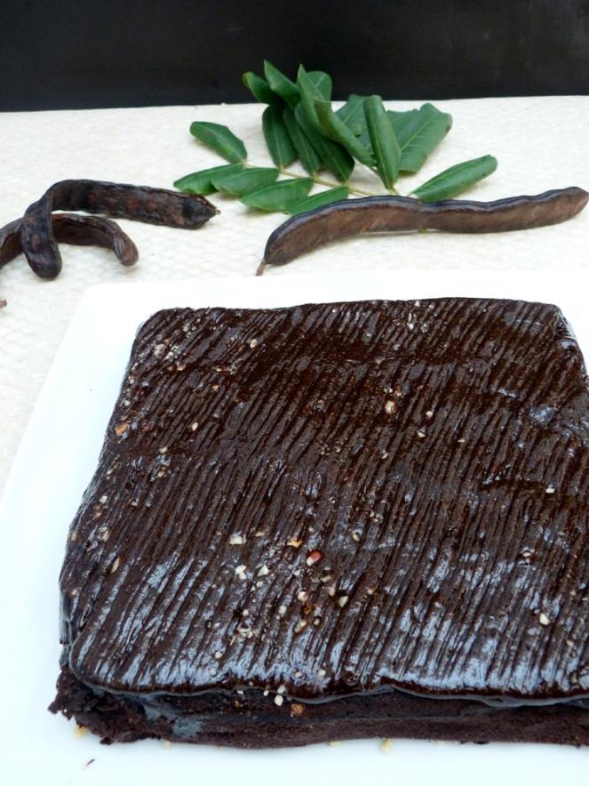 brownie de garrova amb crema d'avellanes i garrova
