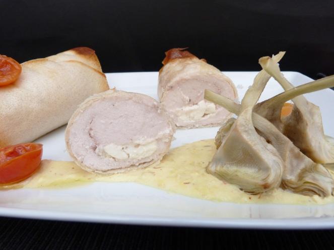 pollastre cruixent amb formatge de cabra i carxofes confitades